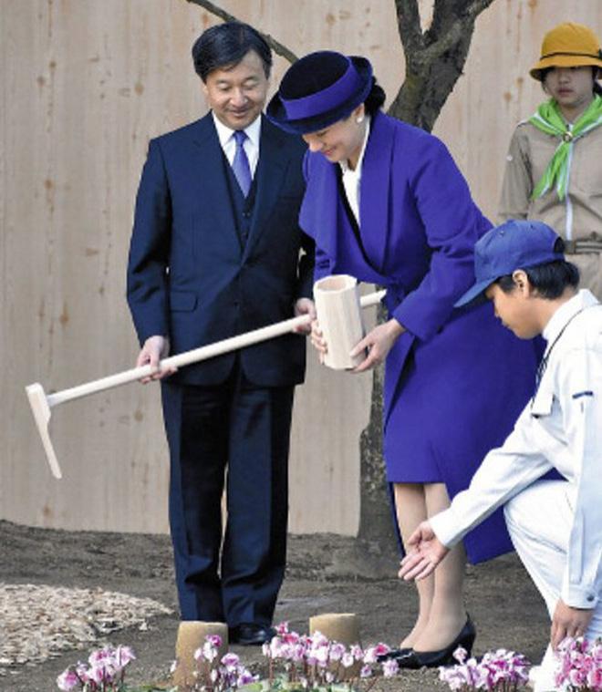 """Từ nhan sắc cho đến phong cách thời trang, Hoàng Hậu Masako Owada đều toát lên khí chất của""""mẫu nghi thiên hạ"""" - Ảnh 14."""