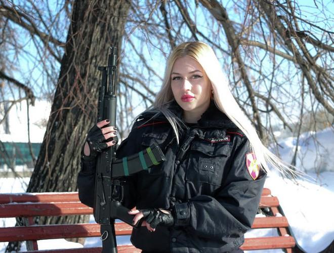 [Ảnh] Những nữ sĩ quan duyên dáng, xinh đẹp trong lực lượng cảnh sát Nga - ảnh 1