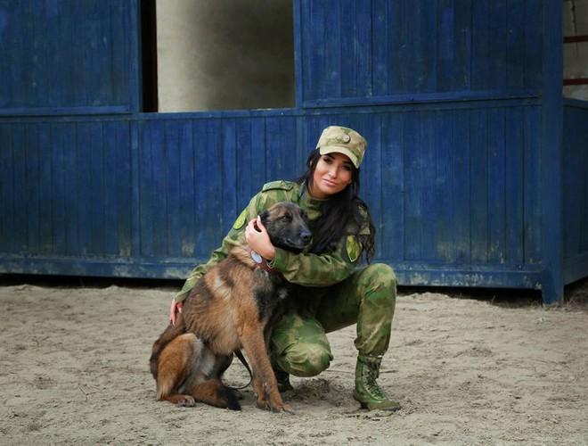 [Ảnh] Những nữ sĩ quan duyên dáng, xinh đẹp trong lực lượng cảnh sát Nga - ảnh 12