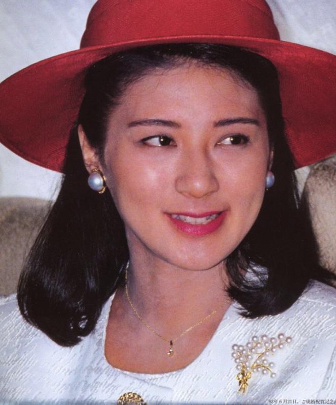 """Từ nhan sắc cho đến phong cách thời trang, Hoàng Hậu Masako Owada đều toát lên khí chất của""""mẫu nghi thiên hạ"""" - Ảnh 4."""