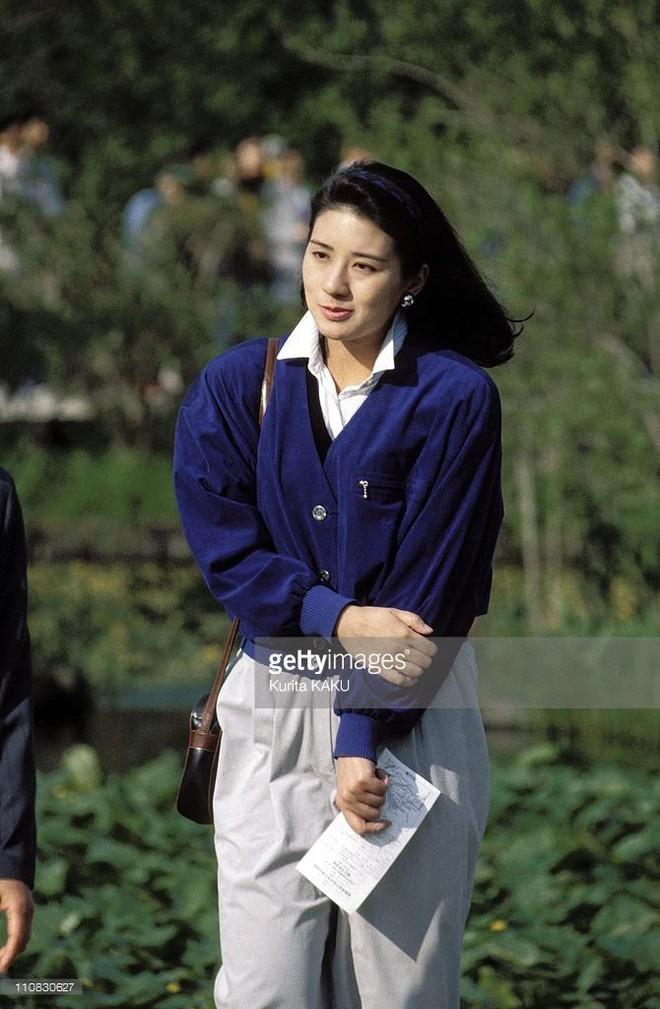 """Từ nhan sắc cho đến phong cách thời trang, Hoàng Hậu Masako Owada đều toát lên khí chất của""""mẫu nghi thiên hạ"""" - Ảnh 9."""