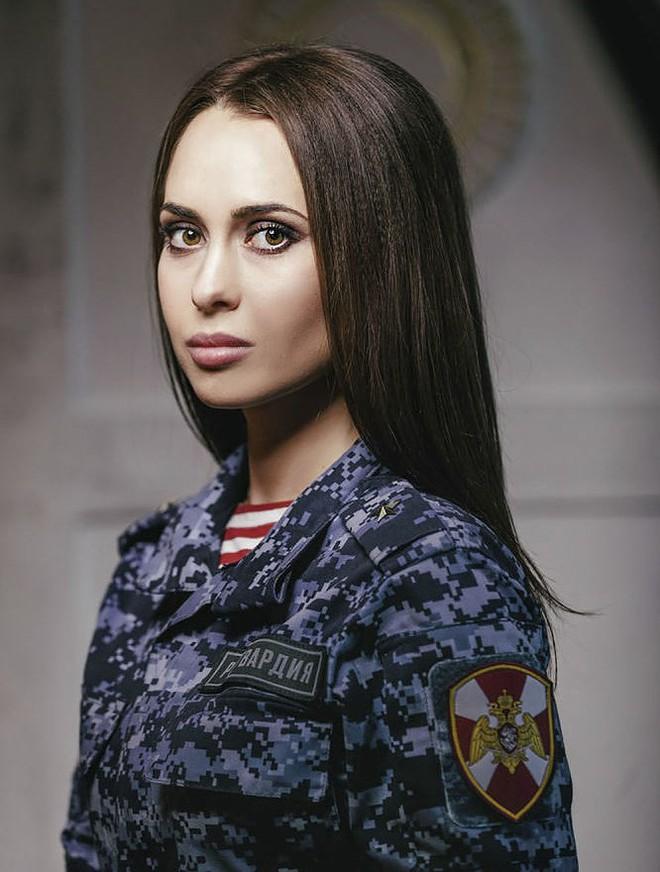 [Ảnh] Những nữ sĩ quan duyên dáng, xinh đẹp trong lực lượng cảnh sát Nga - ảnh 4
