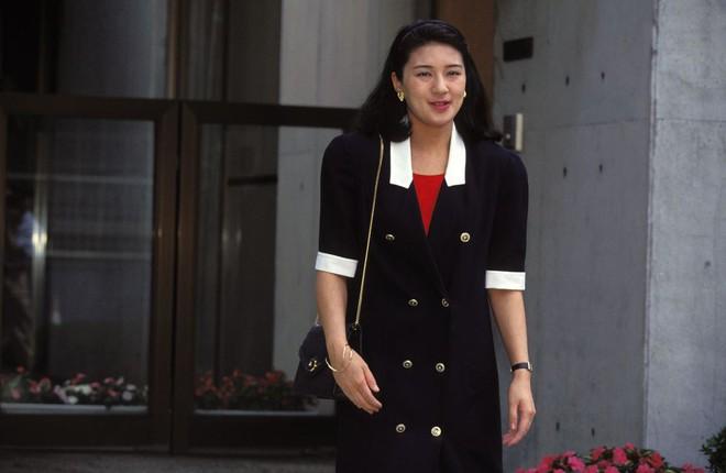 """Từ nhan sắc cho đến phong cách thời trang, Hoàng Hậu Masako Owada đều toát lên khí chất của""""mẫu nghi thiên hạ"""" - Ảnh 10."""