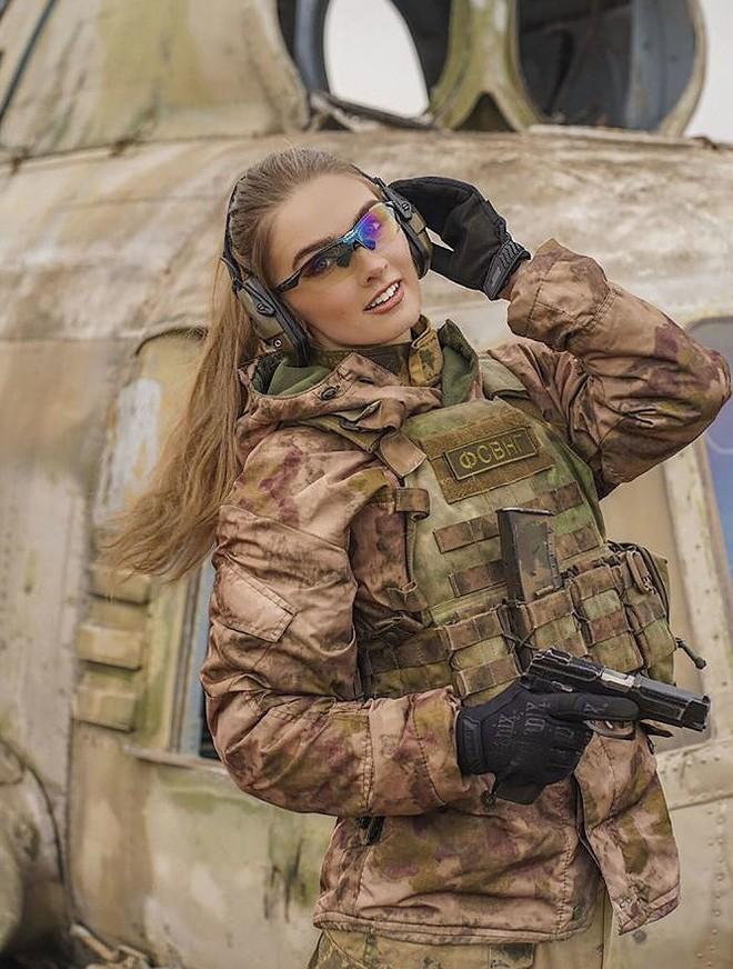 [Ảnh] Những nữ sĩ quan duyên dáng, xinh đẹp trong lực lượng cảnh sát Nga - ảnh 5