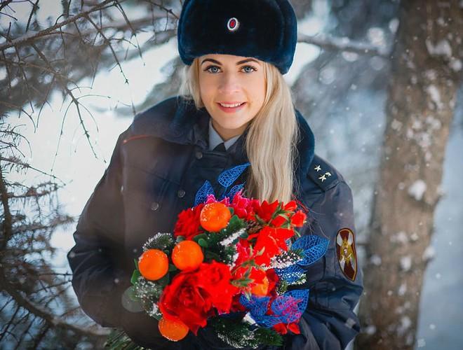 [Ảnh] Những nữ sĩ quan duyên dáng, xinh đẹp trong lực lượng cảnh sát Nga - ảnh 6