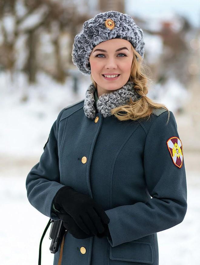 [Ảnh] Những nữ sĩ quan duyên dáng, xinh đẹp trong lực lượng cảnh sát Nga - ảnh 8