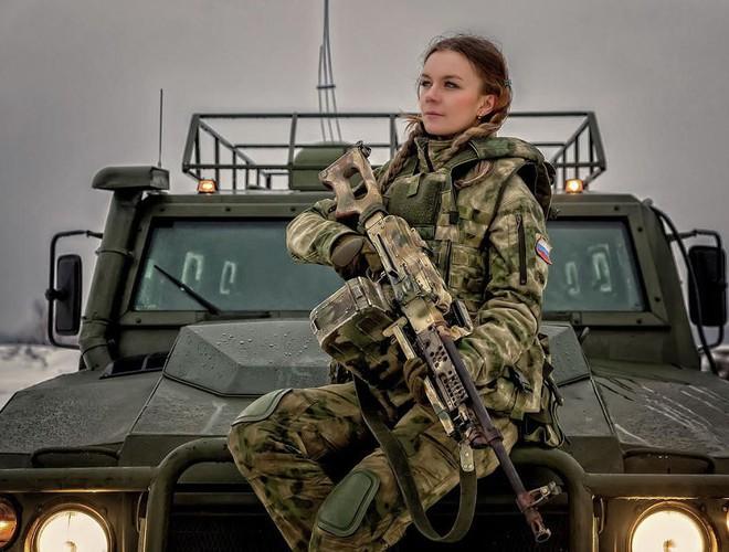 [Ảnh] Những nữ sĩ quan duyên dáng, xinh đẹp trong lực lượng cảnh sát Nga - ảnh 9
