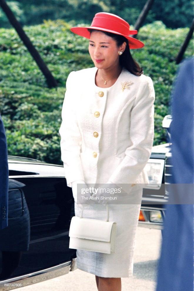 """Từ nhan sắc cho đến phong cách thời trang, Hoàng Hậu Masako Owada đều toát lên khí chất của""""mẫu nghi thiên hạ"""" - Ảnh 30."""