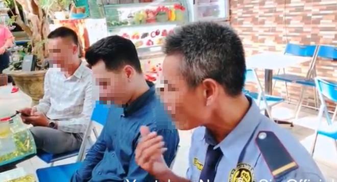 Thanh niên Việt kiều đến tận nơi xin lỗi 2 nhân viên bảo vệ: Con không khinh mấy chú, con cũng tự làm đủ nghề mới có tiền - Ảnh 3.