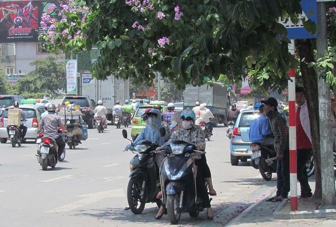 Nằm la liệt trong TTTM để 'hưởng ké' điều hòa và 1001 cách tránh nóng của người dân Hà Nội - ảnh 10