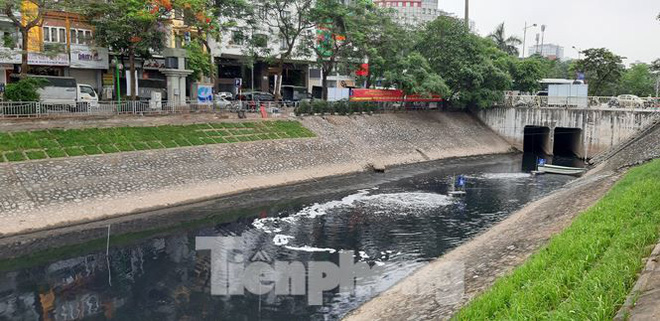 Sau 4 ngày thử nghiệm bảo bối của Nhật, sông Tô Lịch đã bớt mùi - Ảnh 5.