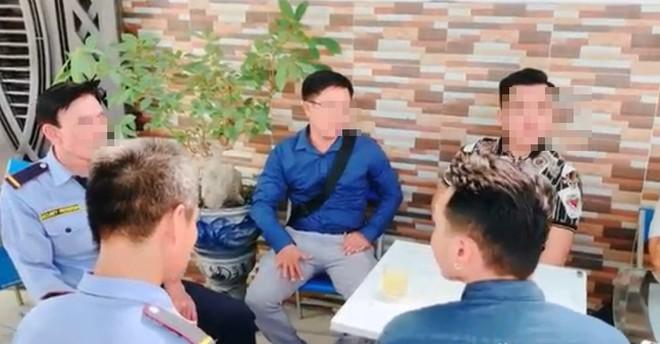 Thanh niên Việt kiều đến tận nơi xin lỗi 2 nhân viên bảo vệ: Con không khinh mấy chú, con cũng tự làm đủ nghề mới có tiền - Ảnh 1.