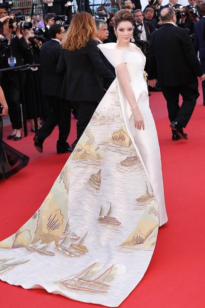 Không mặc hở hang như Ngọc Trinh, Lý Nhã Kỳ vẫn gây náo loạn thảm đỏ Cannes suốt 5 năm - Ảnh 14.