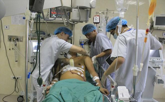 Bác sĩ Bệnh viện E Hà Nội nghẹt thở cứu sống bệnh nhân vỡ tim