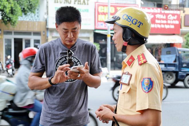 Chuyện chiến sỹ CSGT được anh em tài xế Sài Gòn gọi bằng cái tên thân mật: Anh Đạt kích bình, cứ gọi là có - ảnh 3