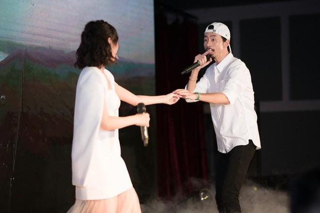 Rapper Đen và Min tình tứ hát chung - ảnh 11