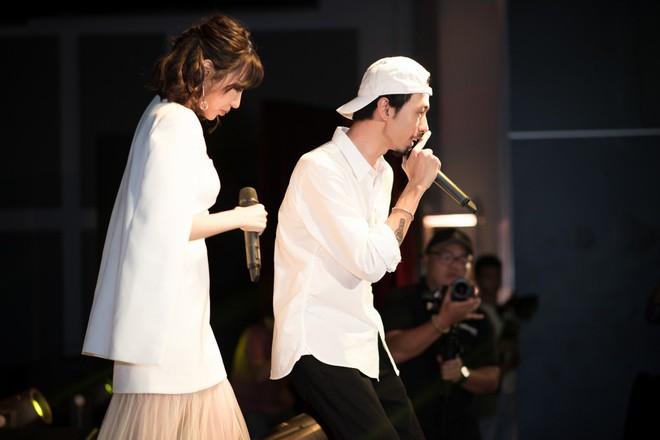 Rapper Đen và Min tình tứ hát chung - ảnh 12