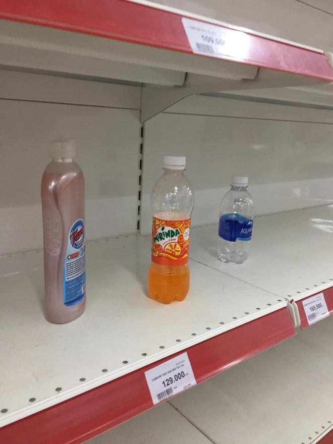 Sốc với cảnh tượng còn sót lại sau khi người dân săn đồ giảm 50% nhân dịp chuỗi siêu thị Auchan rời khỏi Việt Nam - ảnh 8