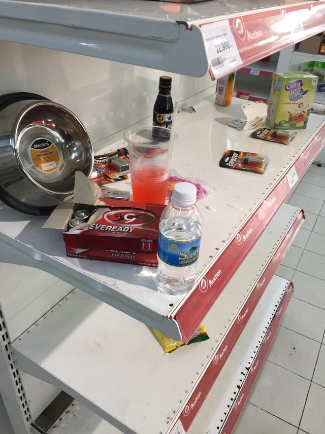 Sốc với cảnh tượng còn sót lại sau khi người dân săn đồ giảm 50% nhân dịp chuỗi siêu thị Auchan rời khỏi Việt Nam - ảnh 4