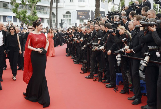 Không mặc hở hang như Ngọc Trinh, Lý Nhã Kỳ vẫn gây náo loạn thảm đỏ Cannes suốt 5 năm - Ảnh 3.