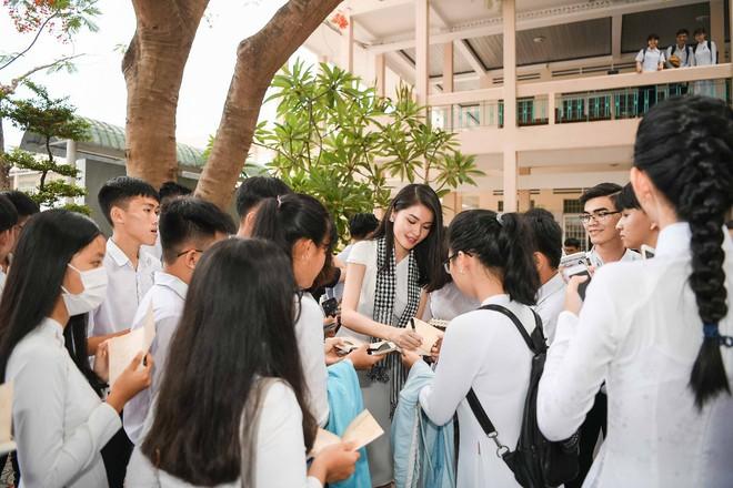 Hoa hậu Thùy Dung: Tri thức quý hơn cả vàng! - Ảnh 3.
