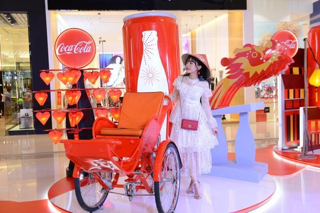 """""""Check-in"""" xuyên Việt chỉ trong một ngày, giới trẻ mê mẩn bộ lon Coca-Cola đặc biệt! - Ảnh 2."""