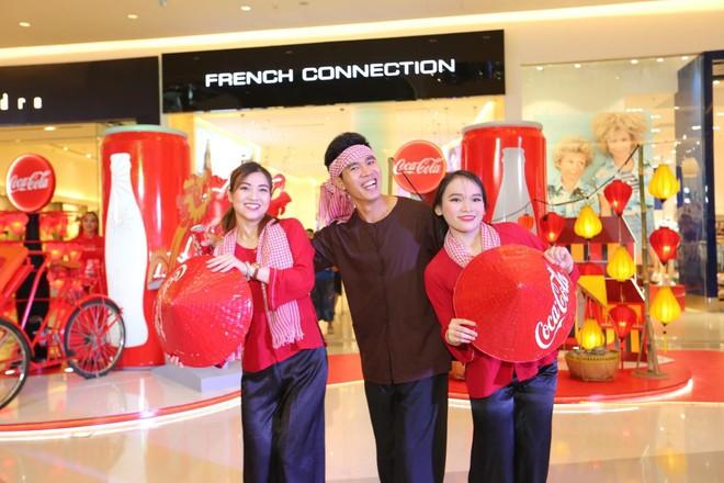 """""""Check-in"""" xuyên Việt chỉ trong một ngày, giới trẻ mê mẩn bộ lon Coca-Cola đặc biệt! - Ảnh 5."""
