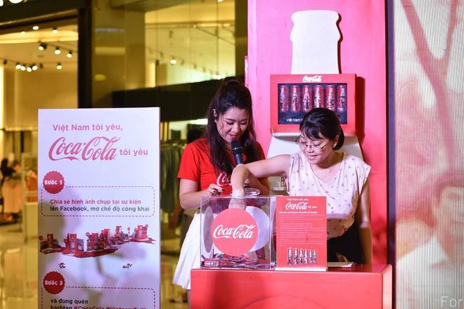 """""""Check-in"""" xuyên Việt chỉ trong một ngày, giới trẻ mê mẩn bộ lon Coca-Cola đặc biệt! - Ảnh 6."""