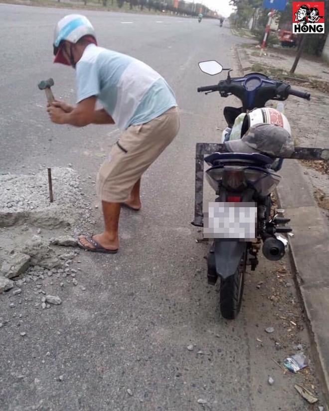 Thấy ụ xi măng cắm thanh sắt giữa đường, chú thợ hồ có hành động khiến dân mạng vỗ tay rần rần - ảnh 1