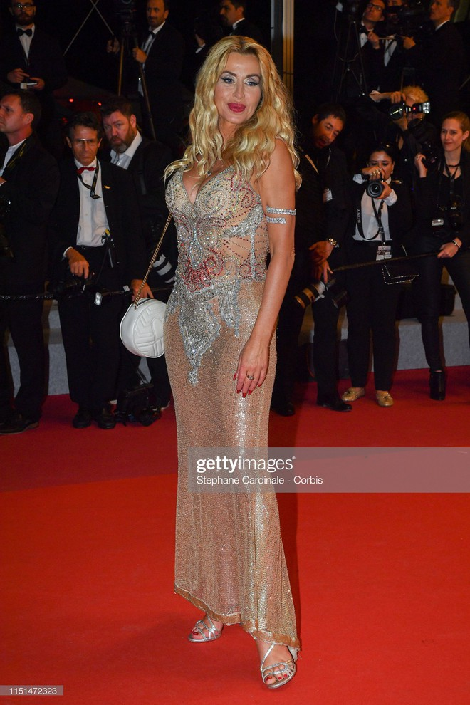 Thảm đỏ LHP Cannes ngày 11: Lại xuất hiện đối thủ hở bạo giống Ngọc Trinh, mải diễn mà chẳng ai đoái hoài - ảnh 11