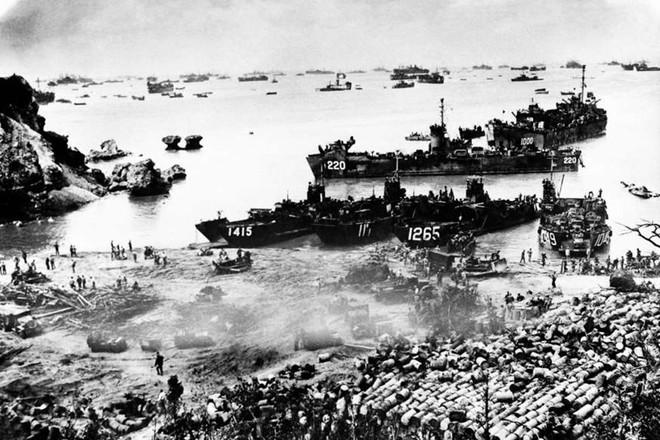 Những khoảnh khắc ám ảnh trong Thế chiến 2 - ảnh 12