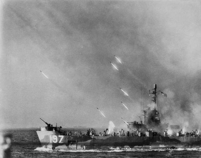 Những khoảnh khắc ám ảnh trong Thế chiến 2 - ảnh 14