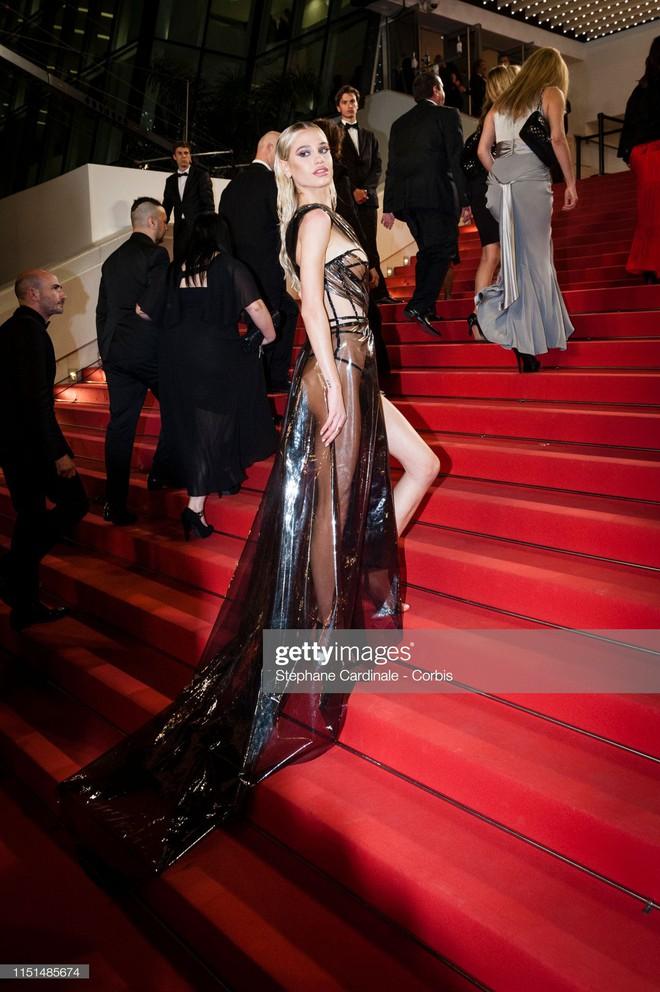 Thảm đỏ LHP Cannes ngày 11: Lại xuất hiện đối thủ hở bạo giống Ngọc Trinh, mải diễn mà chẳng ai đoái hoài - ảnh 5