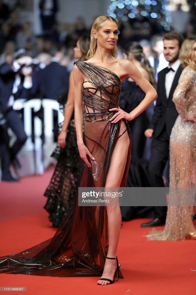 Thảm đỏ LHP Cannes ngày 11: Lại xuất hiện đối thủ hở bạo giống Ngọc Trinh, mải diễn mà chẳng ai đoái hoài - ảnh 6