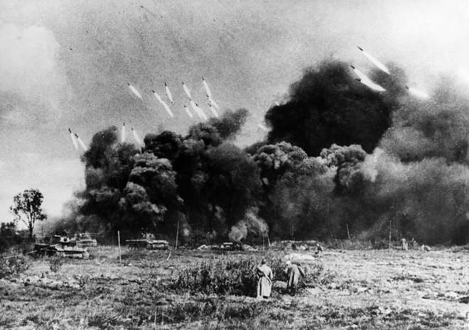 Những khoảnh khắc ám ảnh trong Thế chiến 2 - ảnh 7