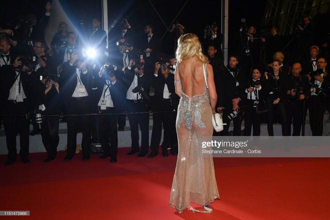 Thảm đỏ LHP Cannes ngày 11: Lại xuất hiện đối thủ hở bạo giống Ngọc Trinh, mải diễn mà chẳng ai đoái hoài - Ảnh 10.