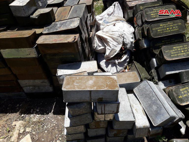 Quân đội Syria tóm sống kho vũ khí khổng lồ của phiến quân: Toàn hàng khủng! - Ảnh 1.