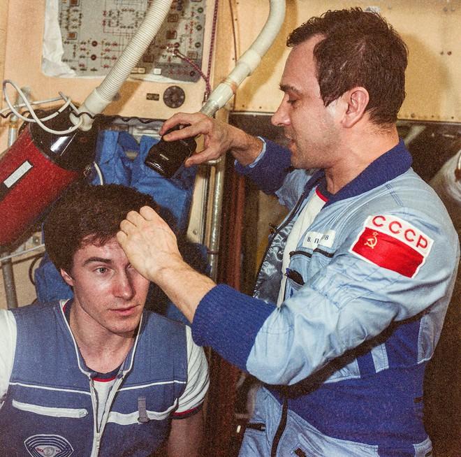 300 ngày bị bỏ lại ở không gian: Sự sống sót khó tin từ công dân cuối cùng của Liên Xô - ảnh 2