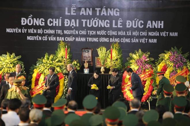 Lễ an táng cố Chủ tịch nước Lê Đức Anh ở TP Hồ Chí Minh - Ảnh 6.