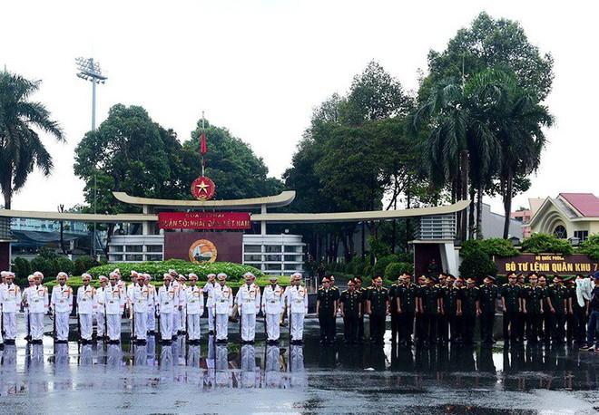 Lễ an táng cố Chủ tịch nước Lê Đức Anh ở TP Hồ Chí Minh - Ảnh 20.