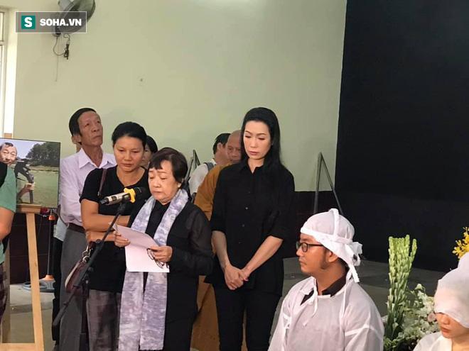 Vợ cũ, con gái, các nghệ sĩ đau đớn đưa tiễn Lê Bình về nơi an nghỉ cuối cùng - Ảnh 4.
