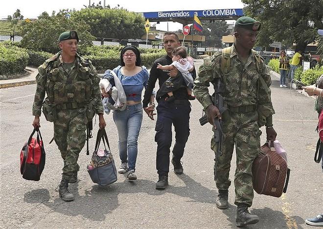 [ẢNH] Đấu súng dữ dội dọc biên giới Venezuela - Colombia - Ảnh 15.