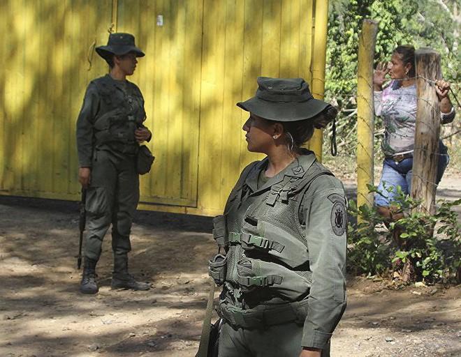 [ẢNH] Đấu súng dữ dội dọc biên giới Venezuela - Colombia - Ảnh 17.