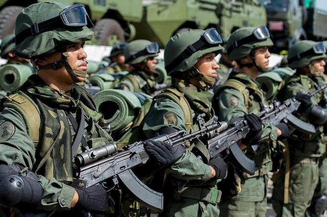 [ẢNH] Đấu súng dữ dội dọc biên giới Venezuela - Colombia - Ảnh 18.