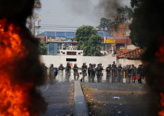 [ẢNH] Đấu súng dữ dội dọc biên giới Venezuela - Colombia - Ảnh 5.