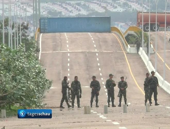 [ẢNH] Đấu súng dữ dội dọc biên giới Venezuela - Colombia - Ảnh 8.