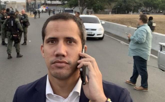 Ông Guaido được cho là bị các quân nhân Venezuela ngăn cản khi tiến vào Căn cứ La Carlota hôm 30/4.