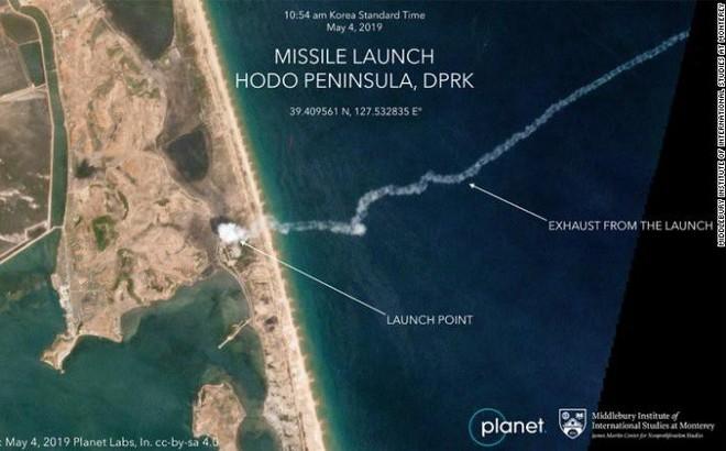 """Bức ảnh """"triệu tấm được 1"""": Vệ tinh bắt chính xác vị trí Triều Tiên phóng tên lửa tầm ngắn"""