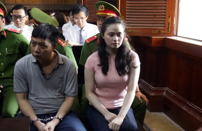[Ảnh] Cận cảnh sự bình thản của ông trùm Văn Kính Dương và hotgirl Ngọc miu tại tòa - Ảnh 7.