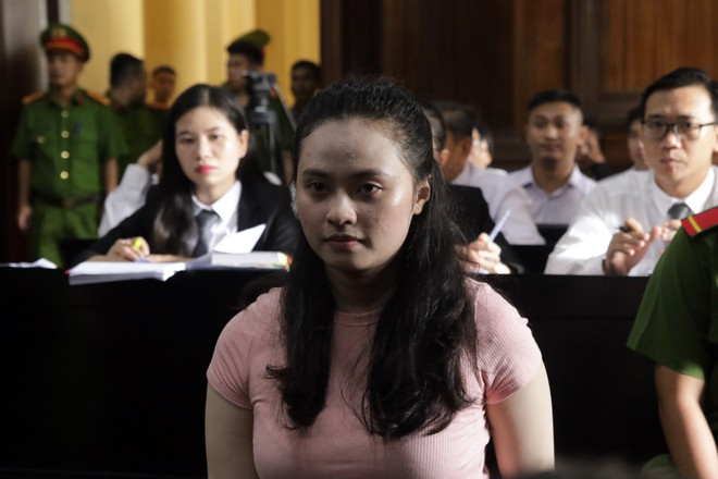[Ảnh] Cận cảnh sự bình thản của ông trùm Văn Kính Dương và hotgirl Ngọc miu tại tòa - Ảnh 8.